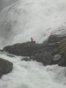 ヒョース滝に現れるフルドラ