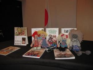 本とお人形